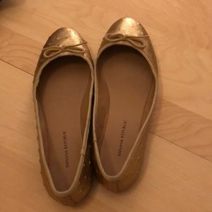 Gold banana republic flats! Size 6